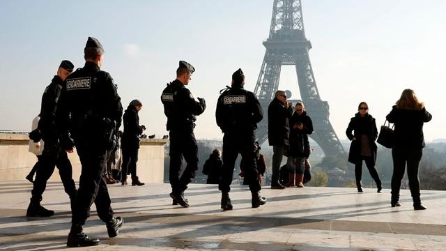 Ponad 1200 rewizji i 165 zatrzymań po zamachach w Paryżu