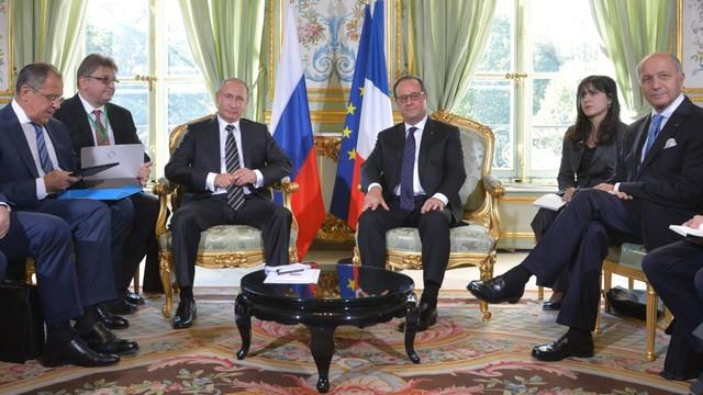Francja: Chłodne spojrzenia Hollande'a i Putina przed rozmowami o Syrii