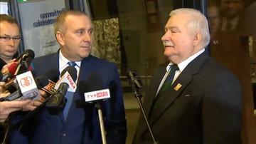 25-10-2016 10:45 Podzielili Polaków, usiłują zdemontować demokrację - Wałęsa i Schetyna o roku rządów PiS
