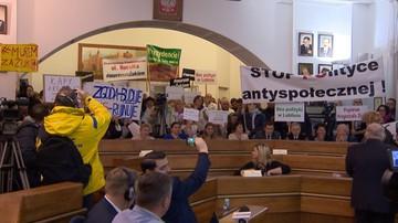 """""""Krętacze"""", """"kłamcy"""", """"pajace"""". Radni PiS chcą śledztwa ws. sesji rady w Lublinie"""