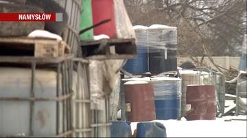 02-02-2017 16:52 Z porzuconych beczek wyciekają szkodliwe substancje. Składowisko chemikaliów w Namysłowie