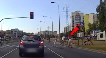 07-09-2016 10:20 Skandaliczne zachowanie na drodze. Zobacz, jak rowerzyści i kierowcy innych jednośladów łamią przepisy