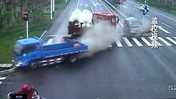 30-04-2016 19:24 Uciekł przed rozpędzoną ciężarówką. Cudem uszedł z życiem