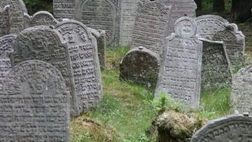 07-12-2017 10:11 Zniszczone groby, kości wywożone wraz z ziemią. Dewastacja cmentarza żydowskiego w Siemiatyczach