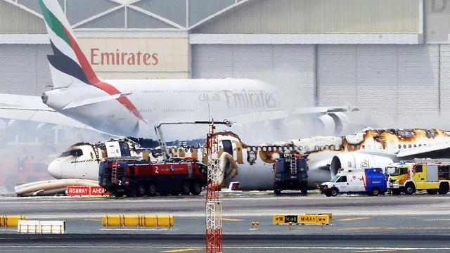 Twarde lądowanie samolotu linii Emirates w Dubaju
