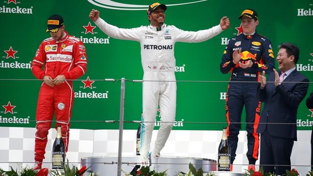 Formuła 1 - Hamilton wygrał w Szanghaju, Vettel drugi