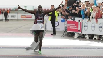 2016-09-25 Maraton Warszawski: 100 biegaczy w strojach starożytnych wojowników
