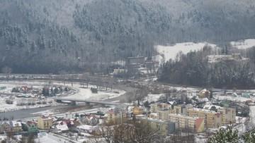 2017-12-01 Zimowy krajobraz z Muszyny. Nad Popradem prószył śnieg