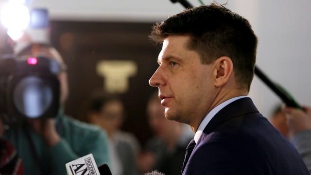 Petru: niemal cała Rada Ministrów do wymiany