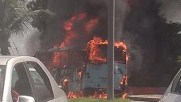 20-04-2017 19:13 Brazylia: kazali pasażerom wysiąść. Później spalili 17 autobusów
