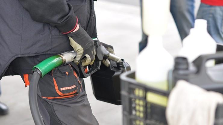 12,5 mln zł wyłudzonego VAT na handlu nielegalnym paliwem. Policja rozbiła grupę przestępczą