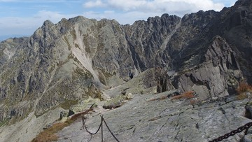 10-06-2017 21:57 Śmiertelny wypadek na Orlej Perci w Tatrach. Turystka spadła w przepaść