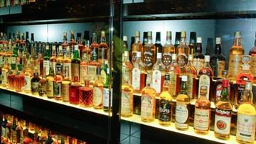 19-04-2016 18:52 Radna ukradła whisky, sama działała w komisji ds. problemów alkoholowych