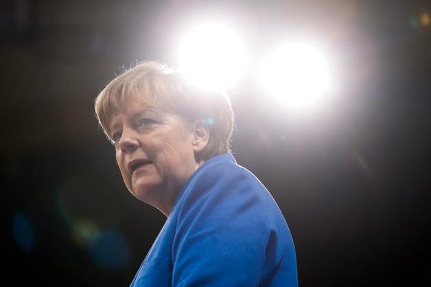 Merkel krytykuje Putina za broń dla Iranu