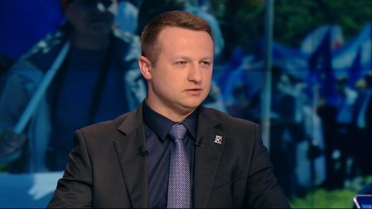 """""""To jest głos społeczeństwa"""". Poseł Kukiz'15 o transparencie kibiców Legii"""