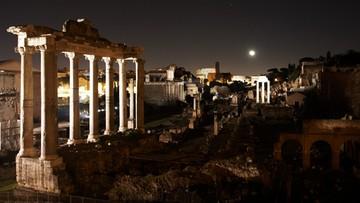 20-04-2016 06:32 Urodzinowy prezent dla Rzymu. Nowe oświetlenie Forum Romanum