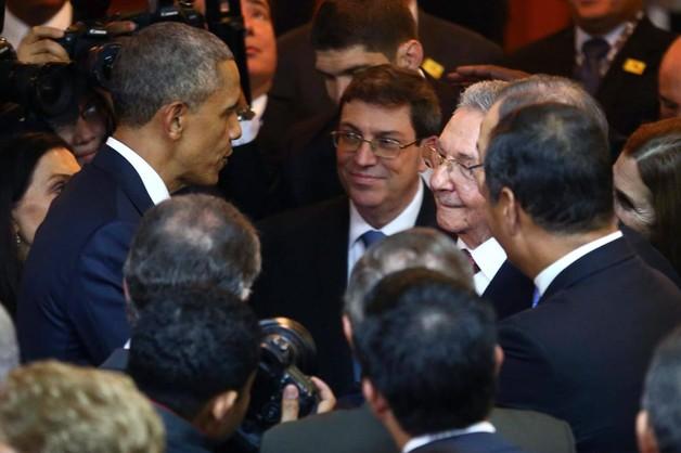 Obama i Castro uścisnęli sobie dłonie