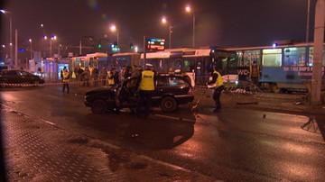 2017-02-17 Samochód wjechał w przystanek autobusowy