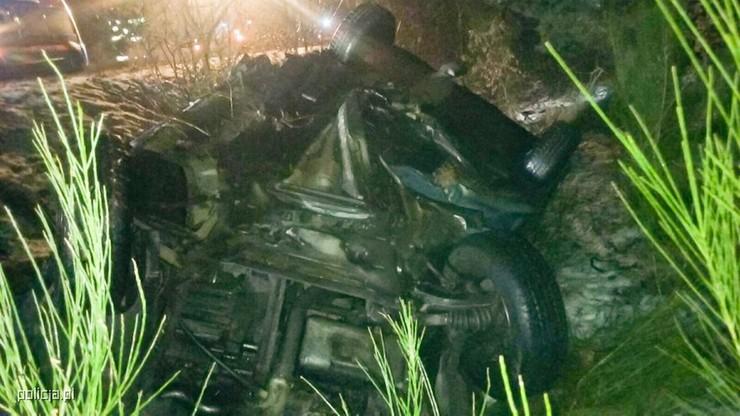 Kierowca byl w pułpce. Było groźnie, bo bez pomocy mógł umrzeć z wychłodzenia.