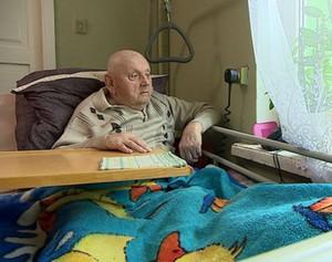 88-letni były strażnik więzienny z niższą emeryturą.