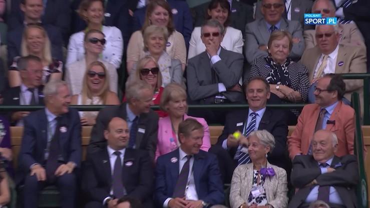 Wimbledon: Co za refleks! Jeden z VIP-ów złapał piłkę