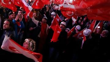 17-04-2017 12:45 Opozycja wzywa komisję wyborczą do unieważnienia referendum w Turcji