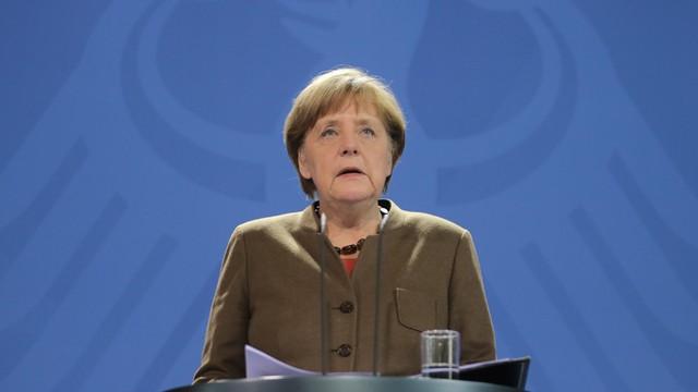 Austria: kanclerz Faymann krytykuje politykę kanclerz Merkel ws. uchodźców