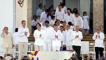 27-09-2016 05:47 297 stron porozumienia kończy 50-letnią wojnę w Kolumbii