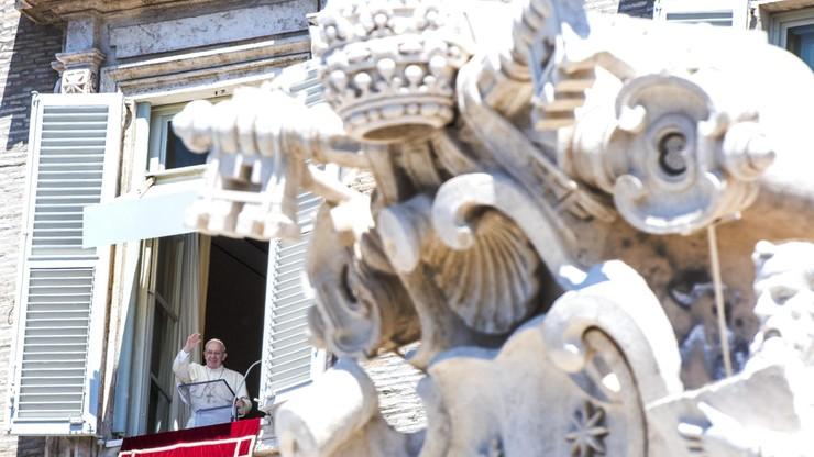 Papież Franciszek lubi brownie i śpiewa tango przy goleniu