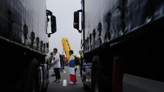 Francja: powstanie mur przeciwko migrantom na drodze do portu w Calais