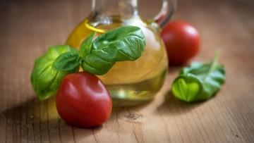 05-07-2017 18:55 Polscy naukowcy odkryli nowe właściwości składnika oliwy z oliwek. Otrzymali patent