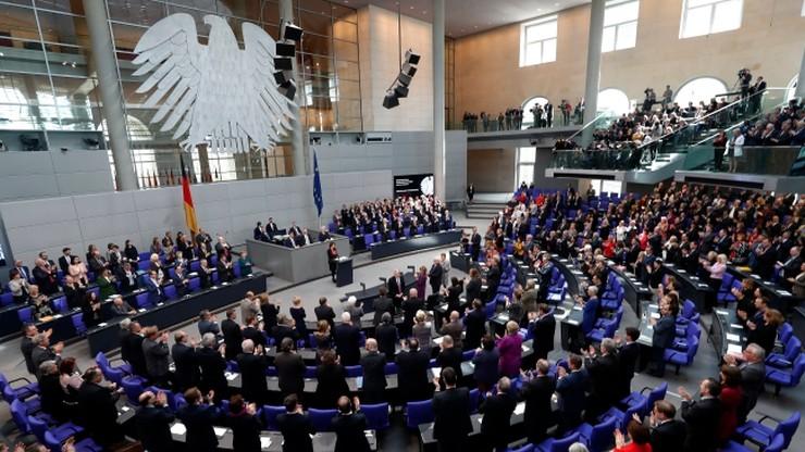 """Na 6 miesięcy przed wyborami w Niemczech CDU i SPD """"idą łeb w łeb"""""""