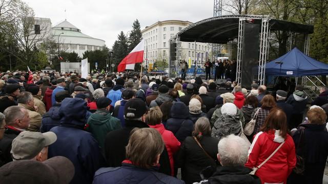 Konferencja SLD poza Sejmem. Pawłowicz uważa, że mogłoby dojść do próby przejęcia władzy