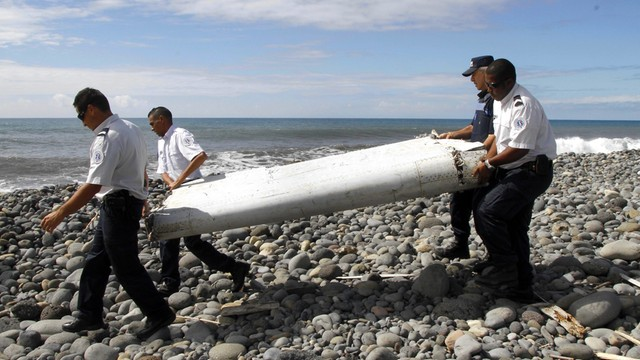 Francja potwierdza, znaleziony fragment skrzydła należy do malezyjskiego boeinga