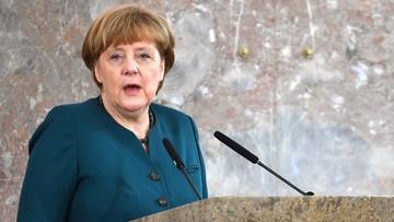 23-05-2016 05:36 Merkel spotkała się w Stambule z obrońcami praw człowieka