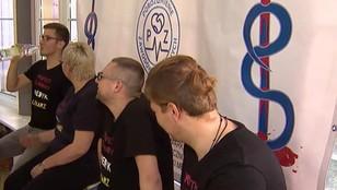 Protest młodych lekarzy w kolejnych miastach. W Łodzi rozpoczęli głodówkę