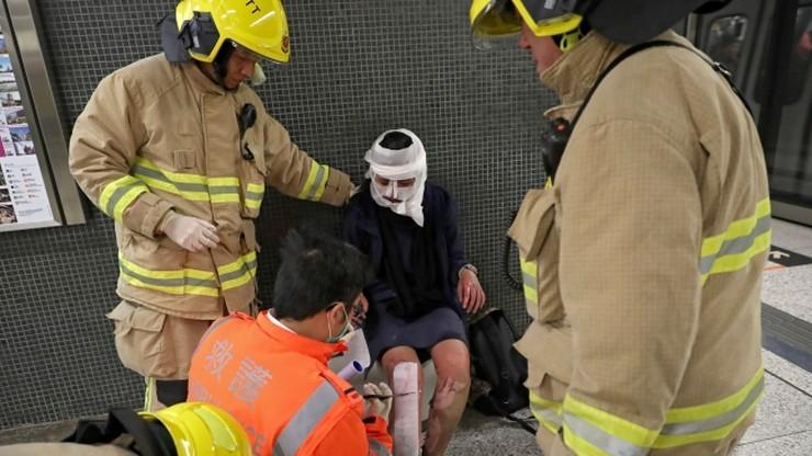 """""""Spalę was na śmierć"""". 18 rannych w wyniku pożaru w metrze w Hongkongu"""