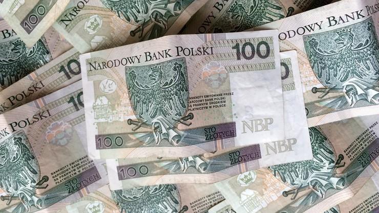 Komornik z Białegostoku przelewał pieniądze na prywatne konta