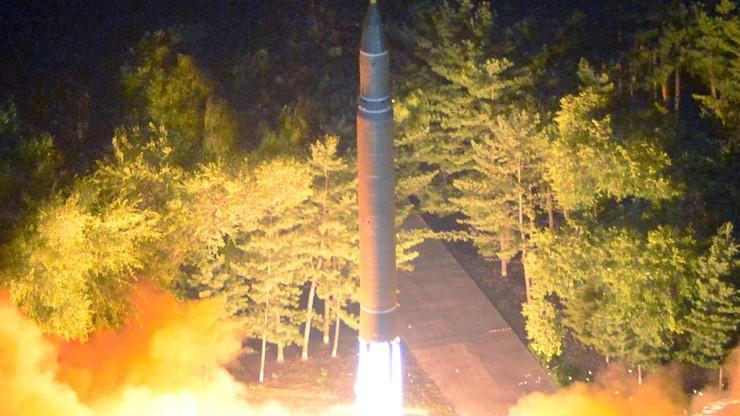 Korea Płd. zapowiada wzmocnienie obrony po próbie balistycznej Północy