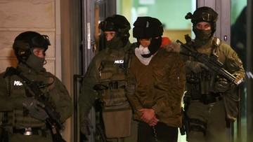 Kajetan P. rzucił się na policjanta podczas transportu do Polski