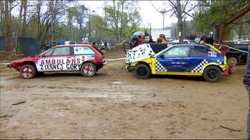 17-04-2016 11:48 Ostatni wyścig starych aut. Wrak Race w Gdyni