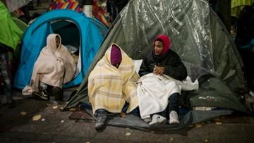 04-11-2016 10:34 Rozpoczęto ewakuację dzikiego obozowiska migrantów w Paryżu