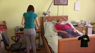 Opiekunowie dorosłych niepełnosprawnych czekają na zaległe pieniądze. Politycy zwlekają