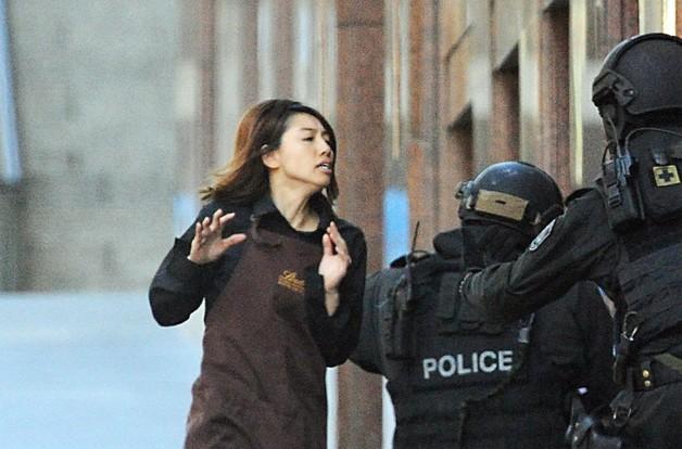 Pięciu zakładników wydostało się z kawiarni w Sydney
