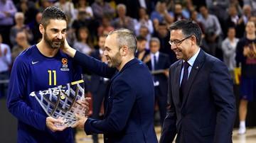 2017-11-24 Iniesta uhonorował koszykarską legendę Barcelony (WIDEO)