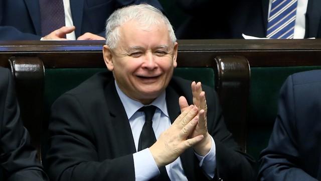 Sejm uchwalił nowelizację zasad inwigilacji przez służby
