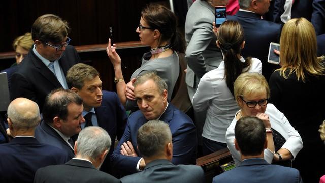Schetyna: uznajemy zgromadzenie Sejmu za nielegalne, w sobotę zarząd PO