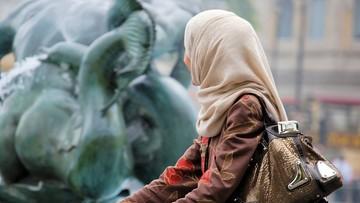01-04-2017 15:21 Bo nie chciała nosić hidżabu. Matka ogoliła 14-latkę na łyso