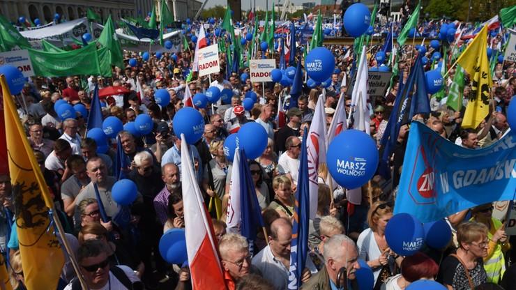 Zandberg: ochrona marszu PO szarpała demonstrantów z tęczową flagą. Grabiec: to był nieprzemyślany happening