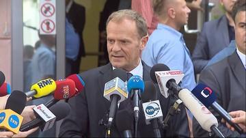 Tusk: nikt nie wydawał zakazu otwierania trumien